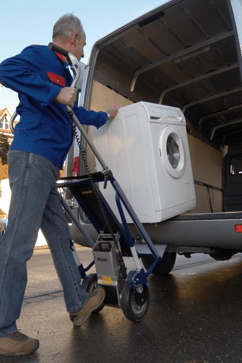 CargoMaster Sube-escaleras Eléctrica A142 Descargando electrodomesticos en el furgón