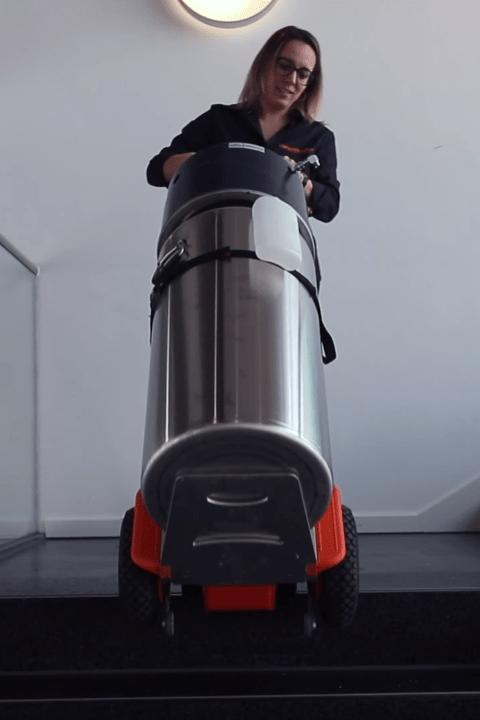 CargoMaster Sube-escaleras Eléctrica C120 Cargada con mercancía