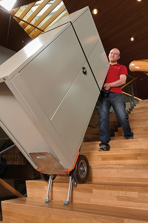CargoMaster Sube-escaleras Eléctrica CC200 Carretilla Manual Capacidad de carga 200 kg con mercancía voluminosa